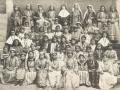 Missionnaires, professeurs et élèves de l'école des missionnaires à Diarbékir, 1904 (auteur, Frère Raphaël, missionnaire capucin)