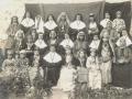 Religieuses franciscaines, sous-maîtresses et élèves de l'école des missionnaires à Mardin, 1904 (auteur, Frère Raphaël, missionnaire capucin)